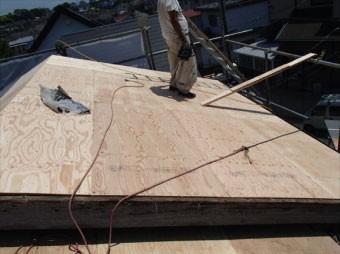 近年は野地板として構造用合板が使用されています