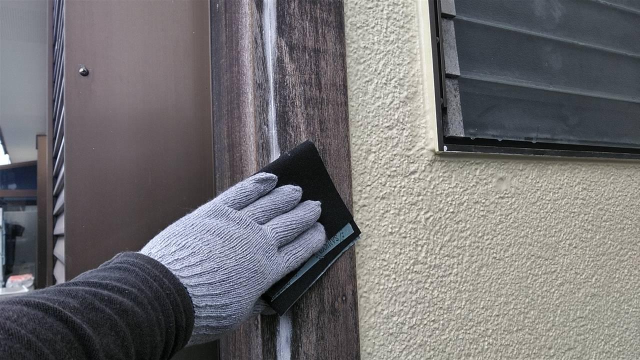 松伏町で外壁塗装後、柱や雨戸や戸袋、付帯部分の玄関上や排気口、ポストなどを塗装いたしました!