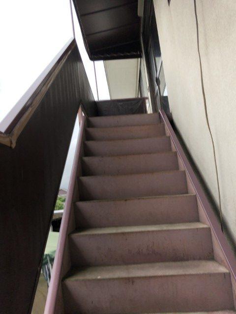 階段横テント破損