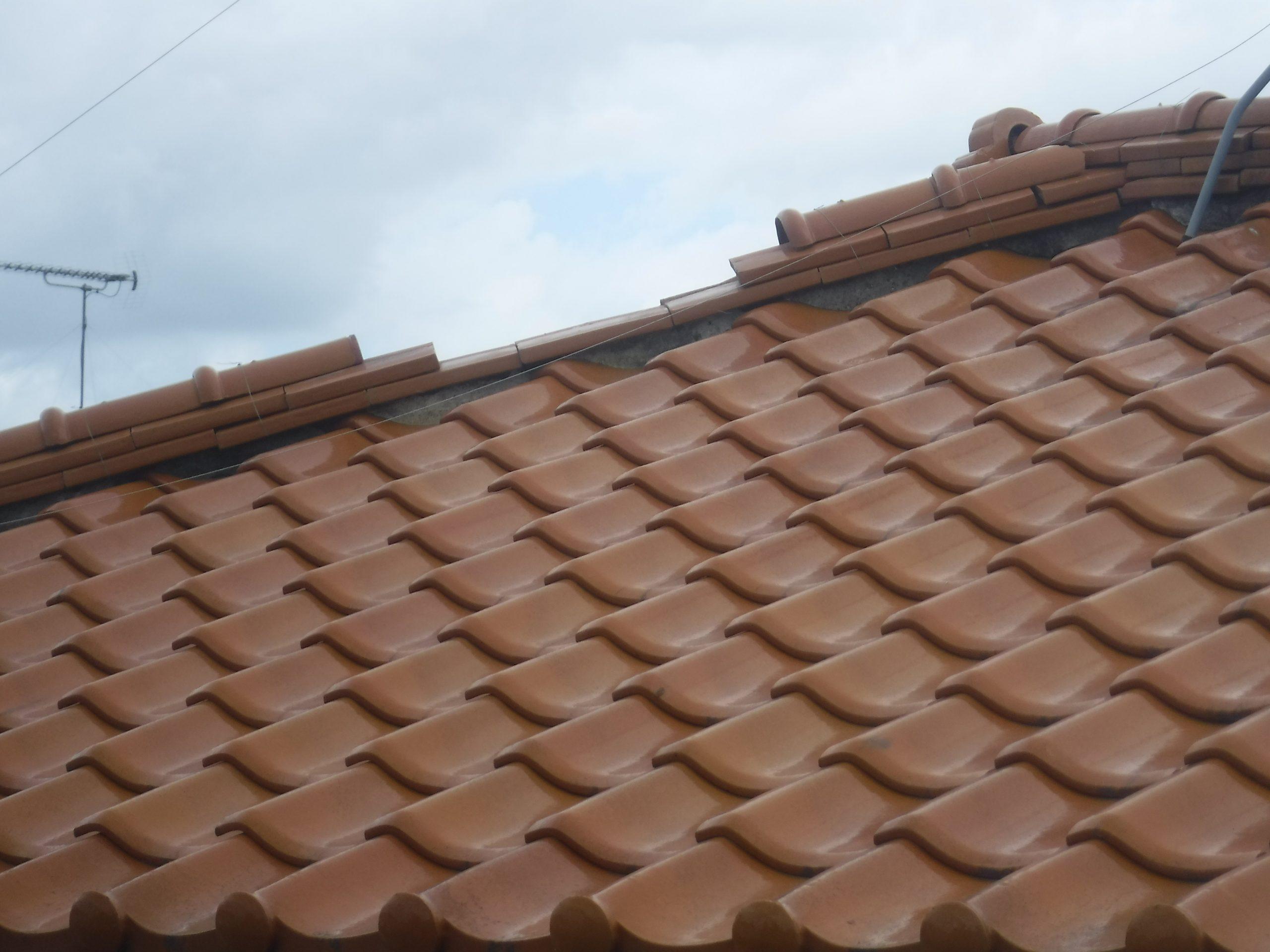 台風で屋根破損