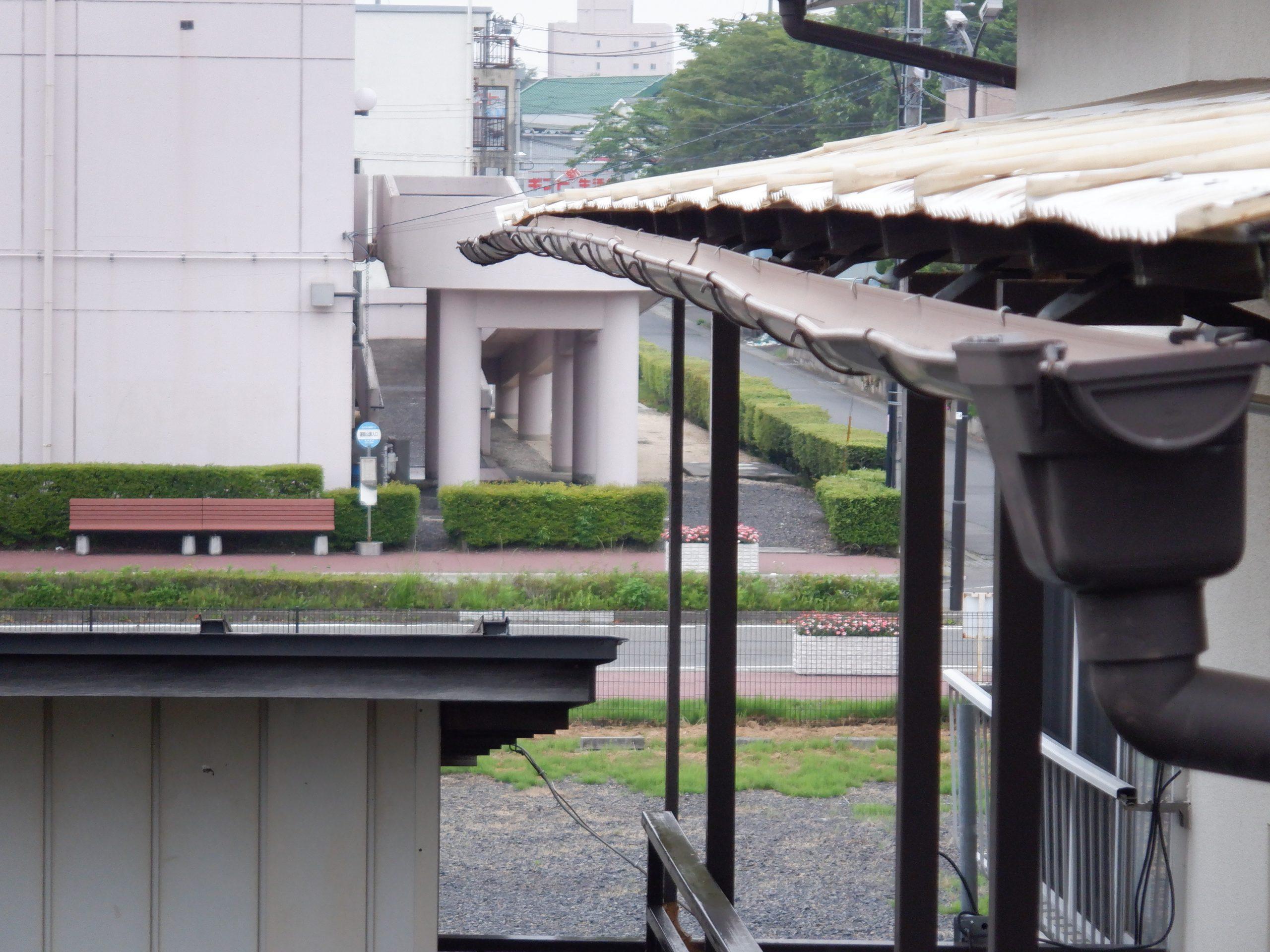 吉川市で雨樋とテラス屋根の修繕!自然災害の雪と雹の影響のため保険対応で!!