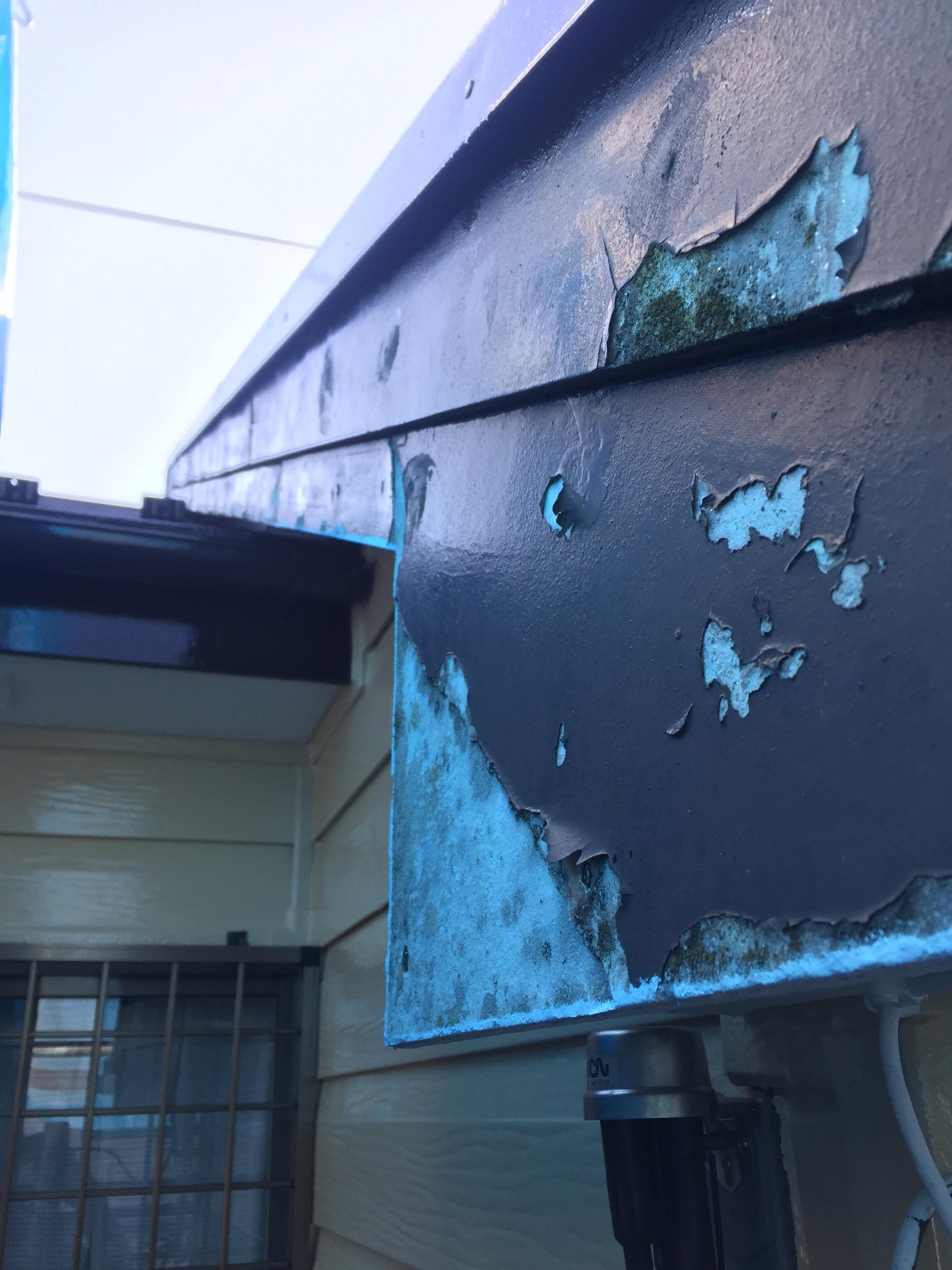 埼玉県越谷市で屋根の妻部分の破風板部分を破風板金で仕上げる