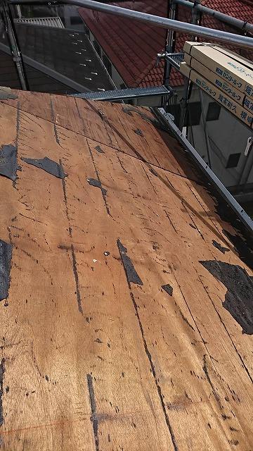 越谷市でトップライトから雨漏りしていた屋根を横暖ルーフで葺き替えました