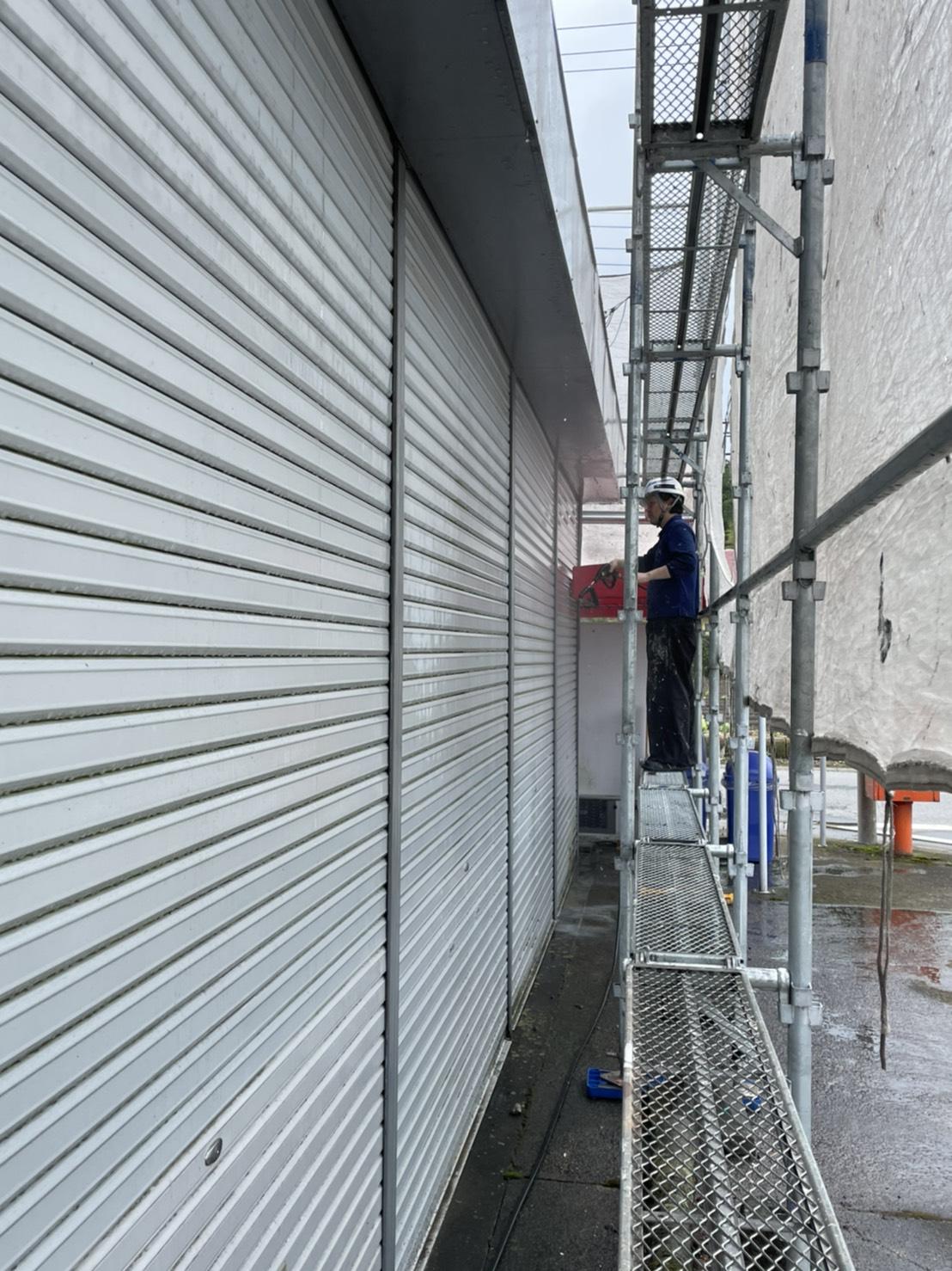 越谷市でシャッターと雨戸、戸袋をきれいに塗装しました